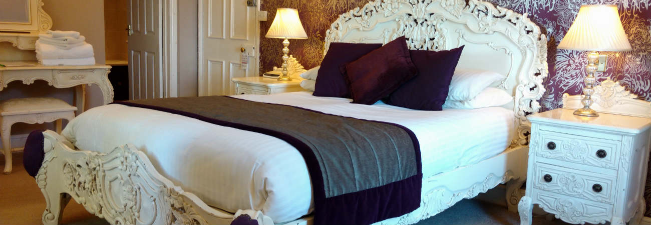 Whicj Named Rooms At Grand Hotel Have  Beds